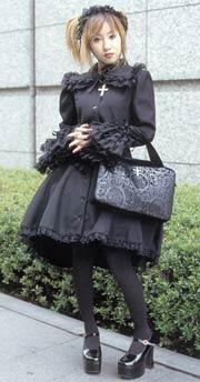 Готическая лолита (Gothic lolita/Gosuloli).  Она носит черное, хоть...