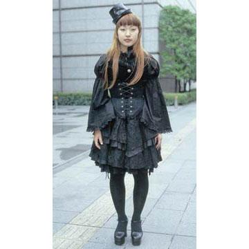 la mode de la jeunesse japonaise 2002_07_gothiclolita_ss_4